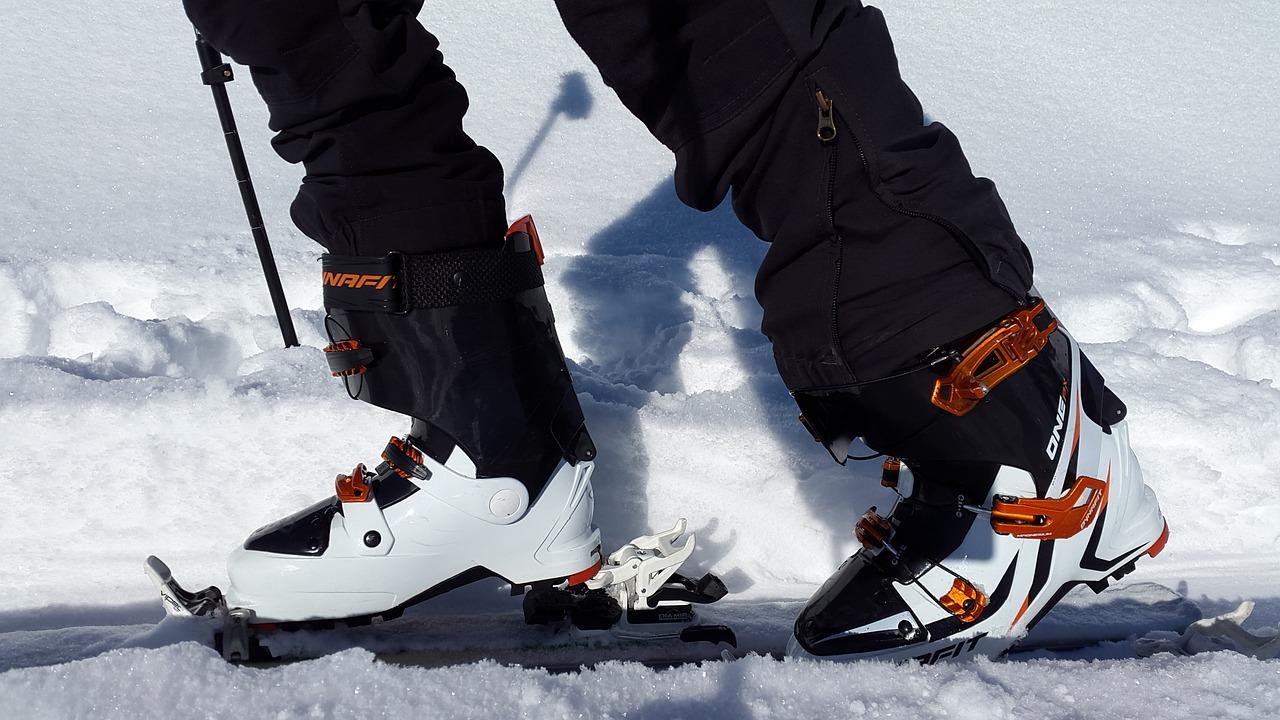 touring-skis-651360_1280